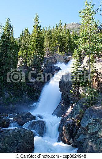 Alberta cae en las montañas rocosas del parque nacional, Colorado - csp8024948