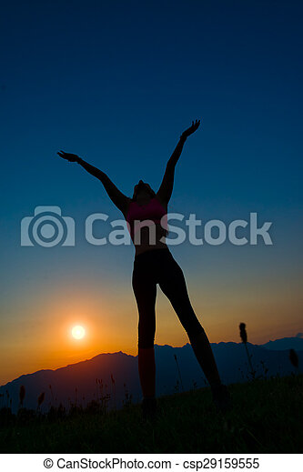 montagne, donna, silhouette, tramonto - csp29159555