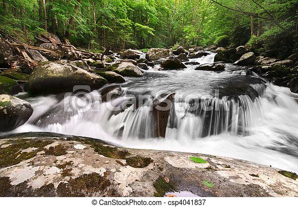 montagne, enfumé, chute eau - csp4041837
