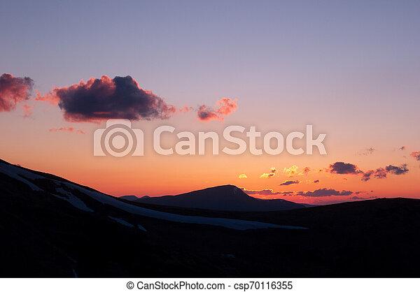 montagne, silhouette, tramonto - csp70116355