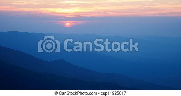 montagne, silhouette, tramonto - csp11925017