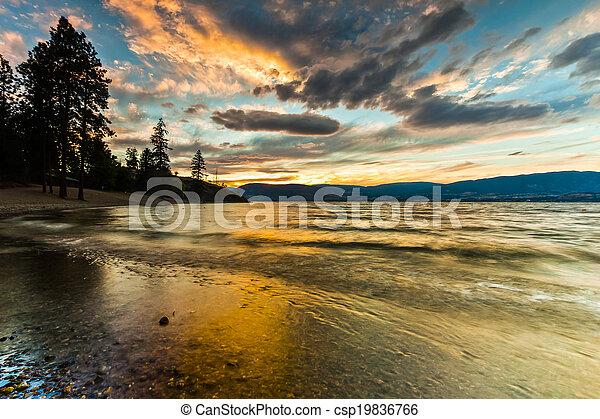 montanha, verão, panorâmico, costa lago, pôr do sol - csp19836766
