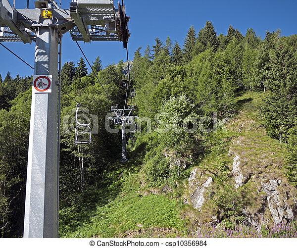 montanhas, arborizado, verão, cima, elevador, cadeira - csp10356984