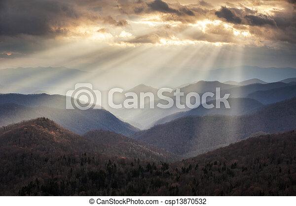 montanhas azuis, crepuscular, raios, cume, panorâmico, appalachian, viagem, nc, destino, ocidental, cumes, luz, norte, parkway, carolina - csp13870532