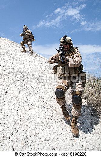 montanhas, guerra - csp18198226