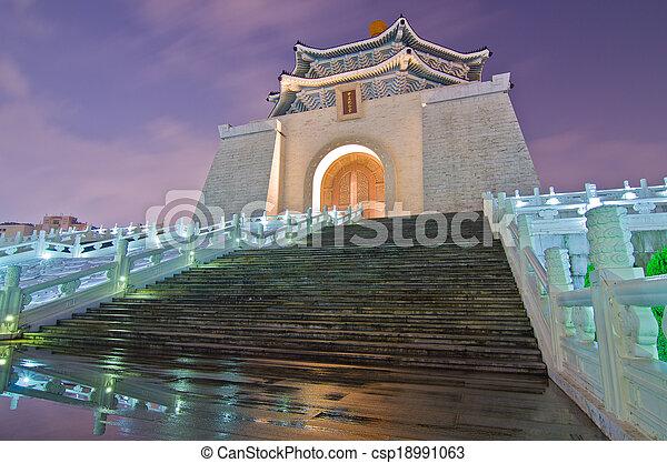 La sala de recuerdos de Chiang Kai Shek por la noche - csp18991063