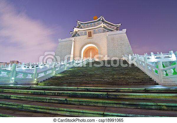 La sala de recuerdos de Chiang Kai Shek por la noche - csp18991065