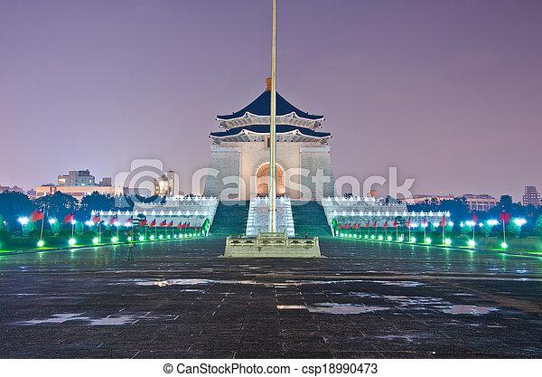 La sala de recuerdos de Chiang Kai Shek por la noche - csp18990473