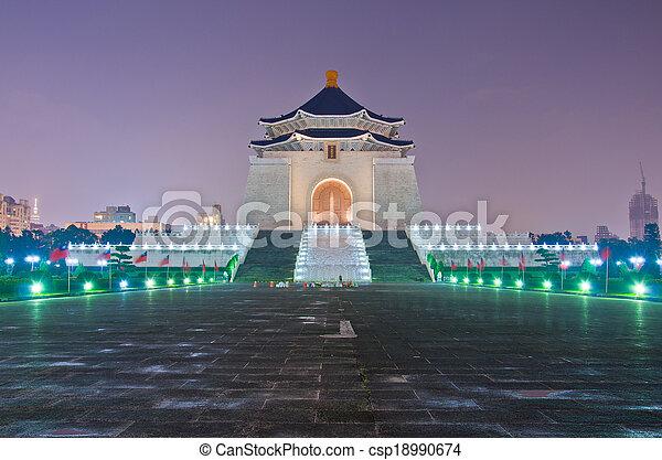 La sala de recuerdos de Chiang Kai Shek por la noche - csp18990674