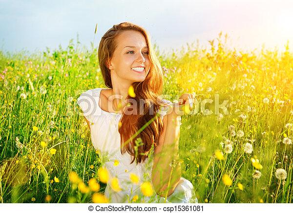 mooi, genieten, meadow., outdoor., allergie, kosteloos, meisje, nature. - csp15361081