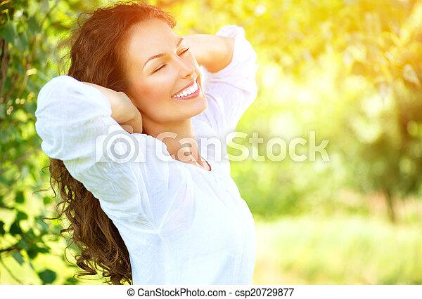 mooi, genieten, vrouw, natuur, outdoor., jonge - csp20729877