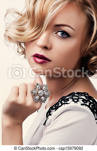 mooi, parel, meisje, ring, verticaal - csp15979092