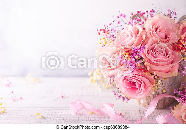 mooi, rooskleurige rozen - csp63689384