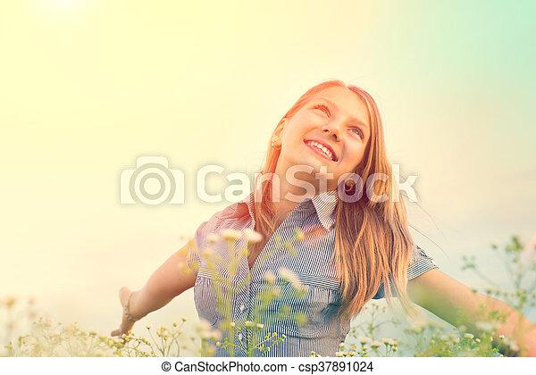 mooi, tiener, beauty, lente, nature., akker, buitenshuis, plezier, meisje, het genieten van, hebben - csp37891024