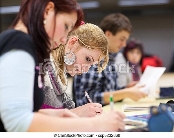 mooi, zittende , klaslokaal, vrouwelijke student, universiteit - csp5232868