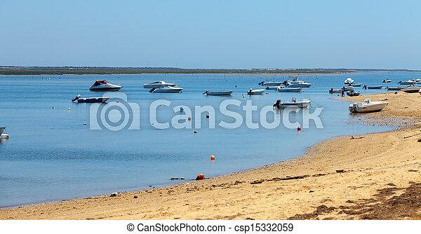Mooring of boats near the shore - csp15332059
