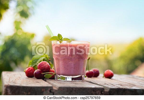 moranguinho, bebida fruta - csp25797659