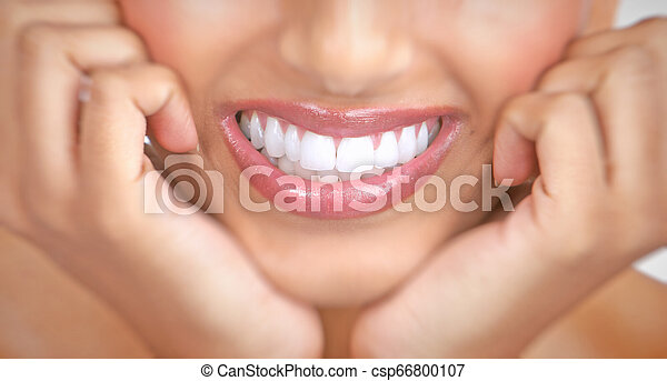 mosoly, nő, fog - csp66800107