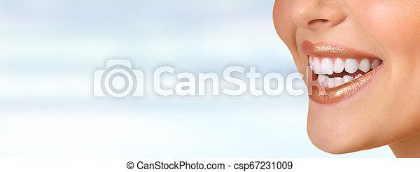 mosoly, nő, fog - csp67231009