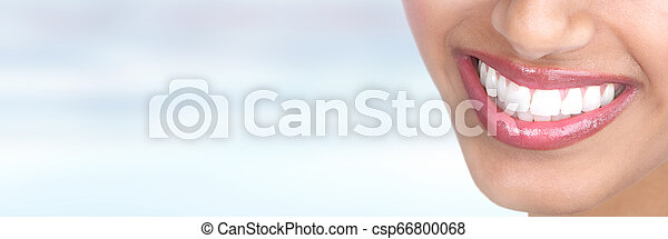 mosoly, nő, fog - csp66800068