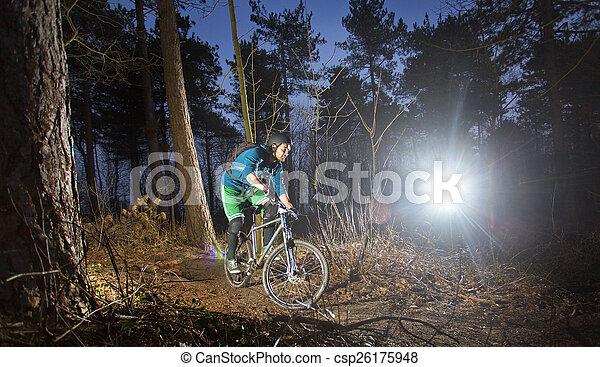 motard montagne, coucher soleil - csp26175948