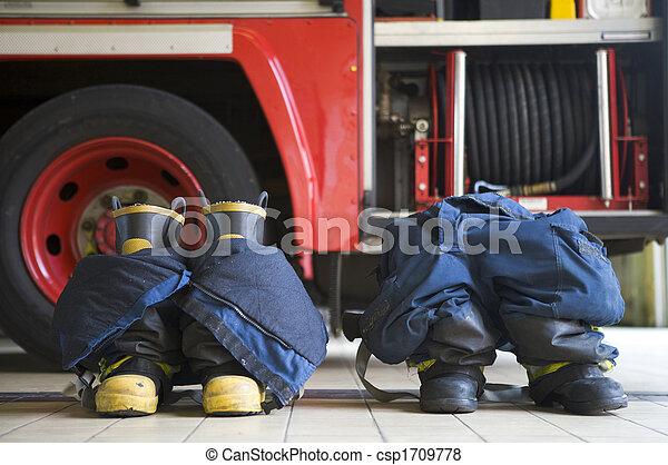 moteur, uniformes, firefighting, plancher, brûler, deux - csp1709778