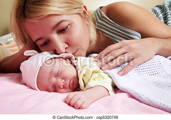 Mother with babe - csp5320749