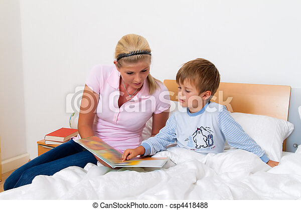 Mother with child in bed to read the stories. - csp4418488