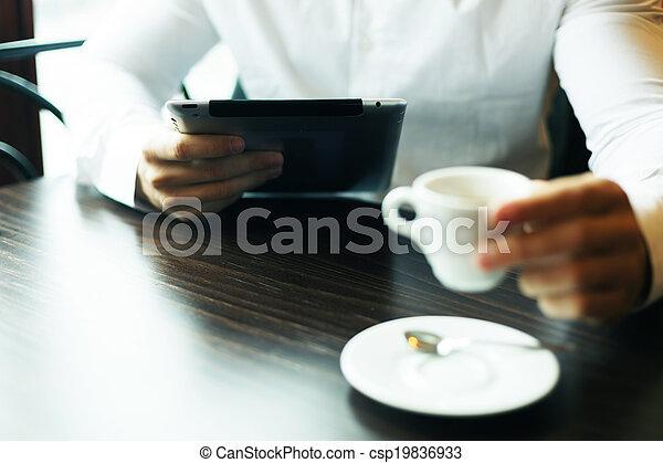 motning, café, tablette, informatique, nouvelles, lecture, homme - csp19836933