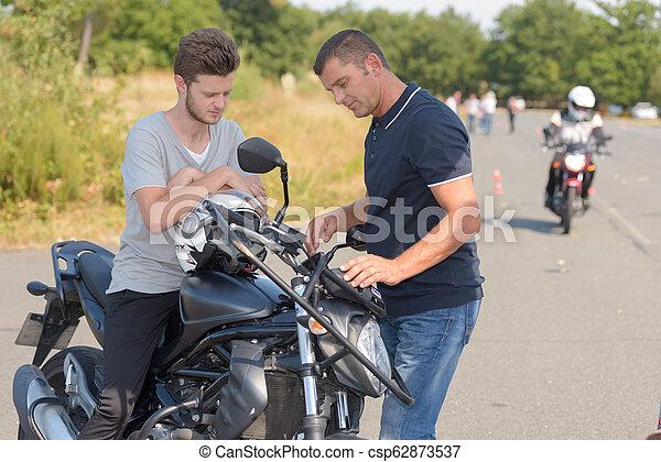 La moto en la carretera - csp62873537