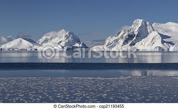 mountains and islands of the Antarctic Peninsula - csp21193455