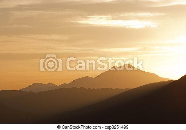 El paisaje de Moutain - csp3251499