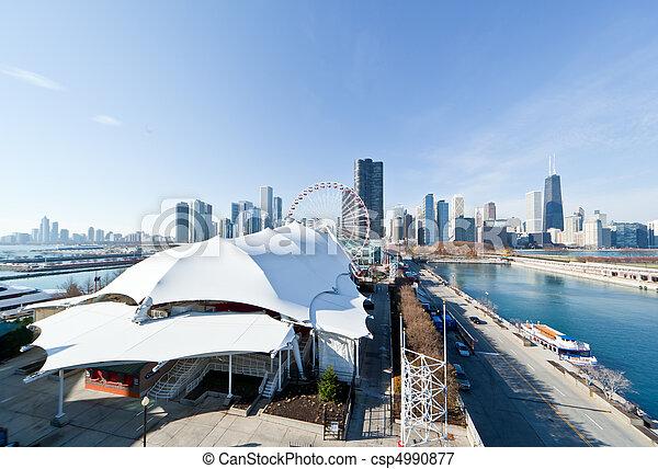El Chicago Skyline y el muelle de la marina - csp4990877