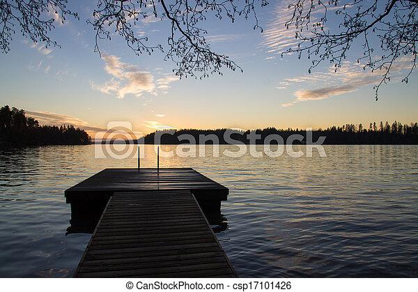 Un muelle y un lago en la noche - csp17101426