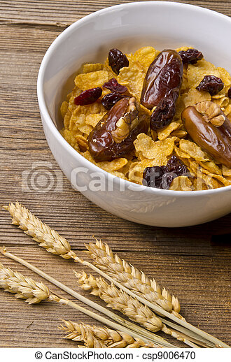 Muesli with low-fat milk and rusk - csp9006470