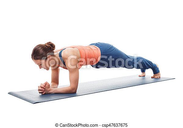 mujer actitud del yoga asana chaturanga tablón