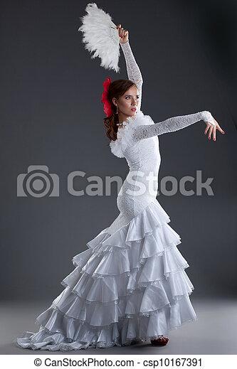 Una Joven Vestida De Blanco Haciendo Flamenco Retrato Largo