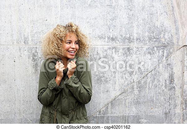 Una joven afroamericana - csp40201162