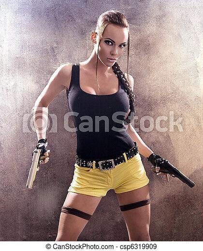La mujer armada contraataca - csp6319909