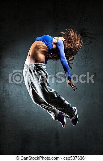 Bailarina joven saltando - csp5376361