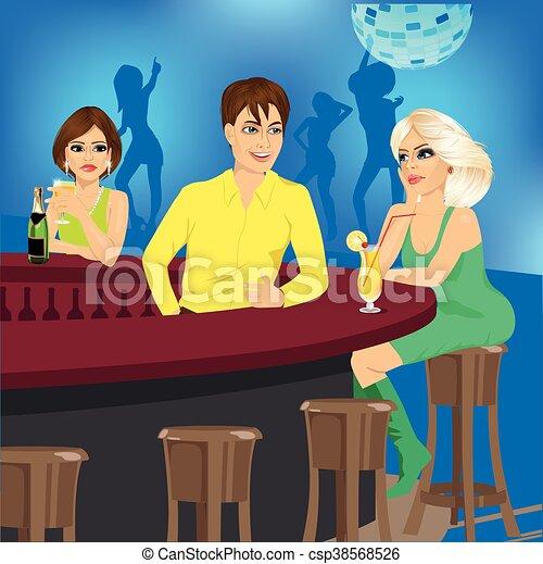El camarero habla con la rubia sentada en la barra mientras otra mujer la mira celosamente - csp38568526