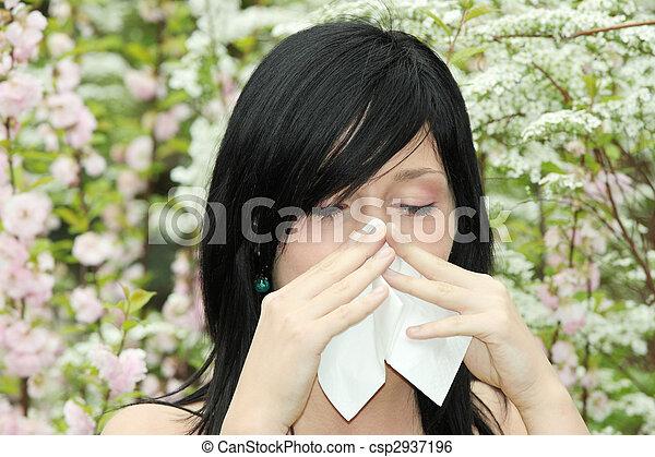 Linda mujer estornuda - csp2937196