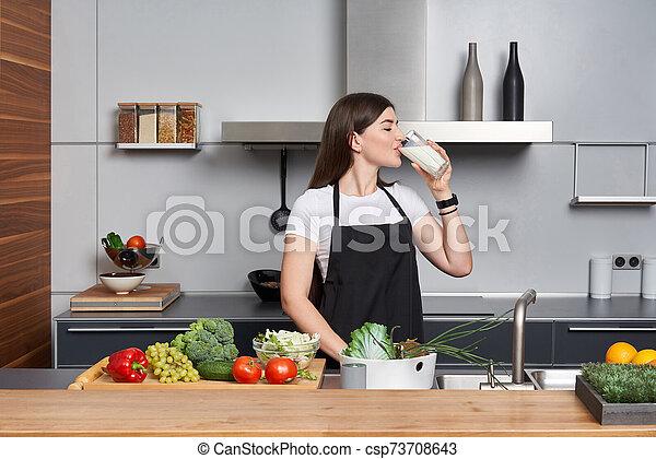 mujer, bebida, cocina, leche - csp73708643