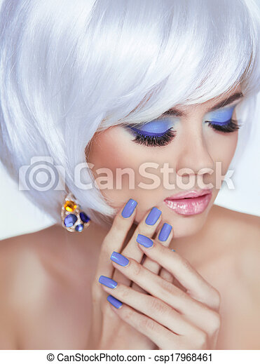 mujer, belleza, foto, clavos, manicured, makeup., pelo, cortocircuito, portrait., rubio, lips., profesional, blanco, moda, style., sensual - csp17968461