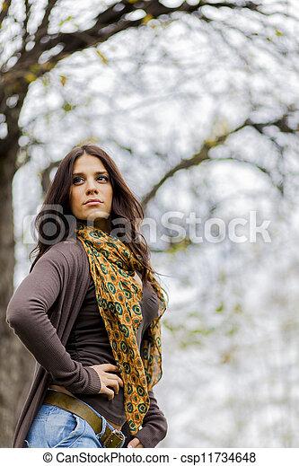 Joven en el bosque - csp11734648
