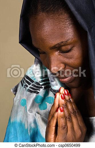 Mujer cristiana africana - csp0650499