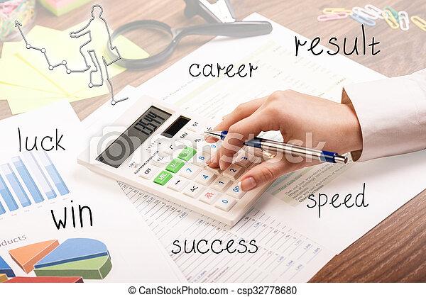 Una joven mujer de negocios inspeccionando la factura - csp32778680