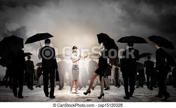 Mujer de negocios con los ojos vendados entre un grupo de gente - csp15120328