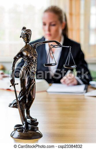 mujer de negocios, oficina - csp23384832