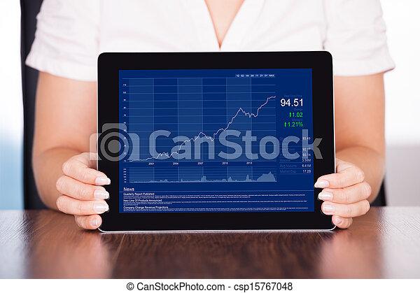 Empresaria presentando gráfico - csp15767048